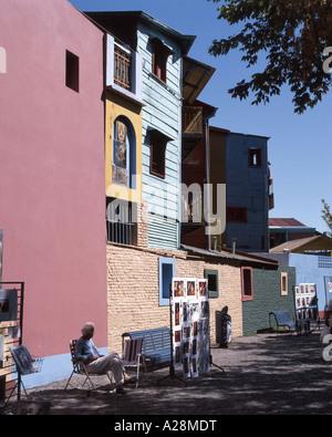 A tinte pastello di edifici colorati, Caminito Street, La Boca distretto, Buenos Aires, Argentina Foto Stock