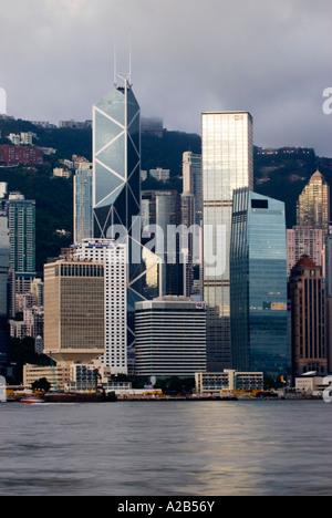 Alba vista sul Porto Victoria e dell'Isola di Hong Kong, Hong Kong, Cina