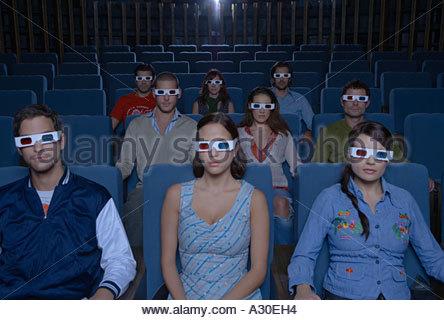 Persone che guardano film in 3D Foto Stock