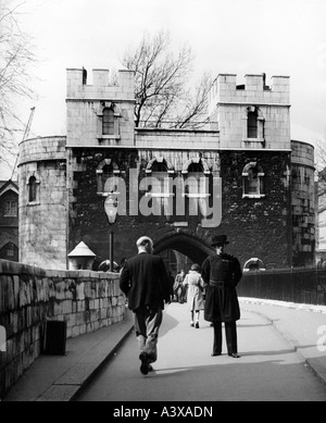 Geografia / viaggio, Gran Bretagna, Londra, edifici, Torre, ingresso con guardia, 1950s, Foto Stock