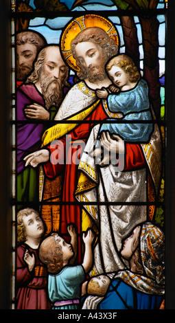 Lasciate che i piccoli bambini un dettaglio di una vetrata Abbazia di Bath Foto Stock