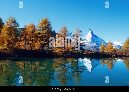Il mirroring del Cervino nel Riffelsee, Svizzera, Zermatt Foto Stock