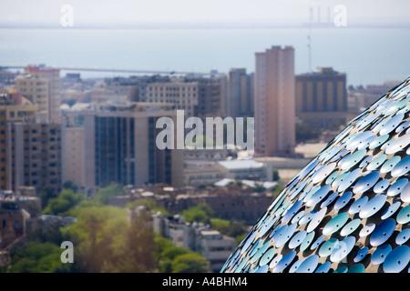 Una vista di Kuwait City dalle famose Torri di Kuwait Foto Stock