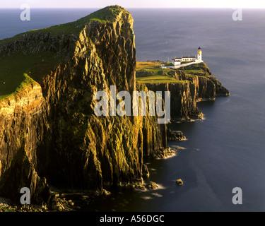 GB - Scozia: Neist Lighthouse sull'Isola di Skye Foto Stock