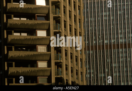 Barbican complesso di abitazioni nella città di Londra. parte in proprietà privata di altre autorità locali Foto Stock