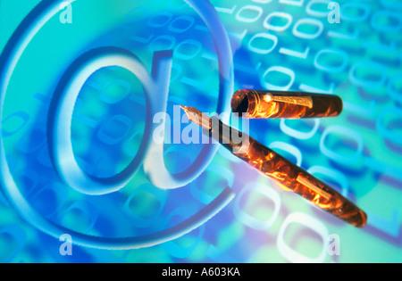 Close-up di penna di fontana e al simbolo su codici binari Foto Stock
