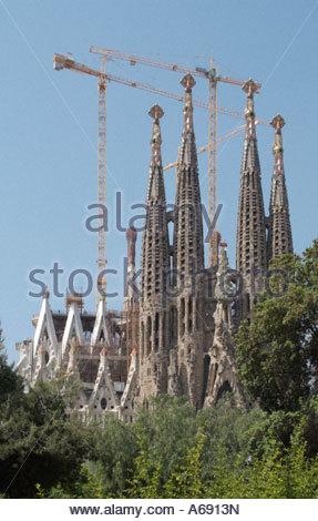 Per essere mondi più grande chiesa cattolica romana basilica La Sagrada Familia a Barcellona Spagna dall architetto Foto Stock