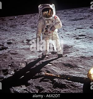 Astronauta Neil Armstrong fotografato sulla luna come comandante della missione per l'Apollo 11 sbarco sulla luna Foto Stock