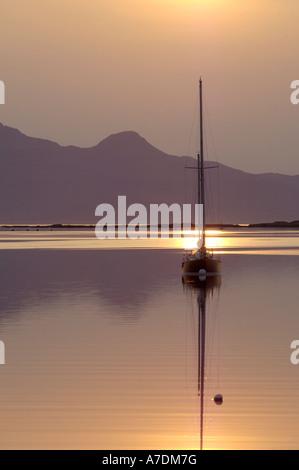 Isole di Rum tramonto nelle Ebridi Interne Inverness-shire regione delle Highlands Scozzesi.