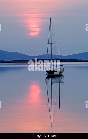 Isole di Rum tramonto nelle Ebridi Interne Inverness-shire regione delle Highlands Scozzesi. XPL 6343
