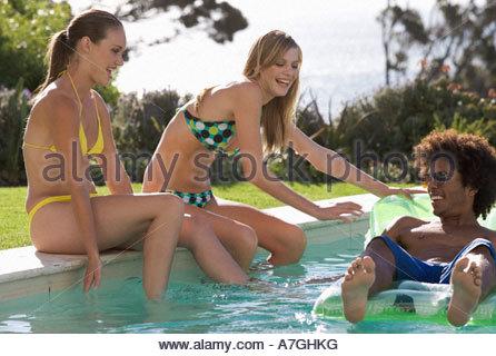 Tre amici adolescenti divertendosi Foto Stock
