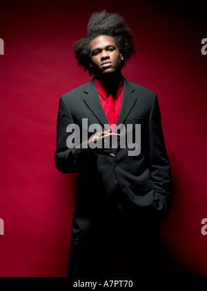 Un ragazzo molto intelligente di afro-caraibica indossa la discesa ... 10fba5d2a0ae