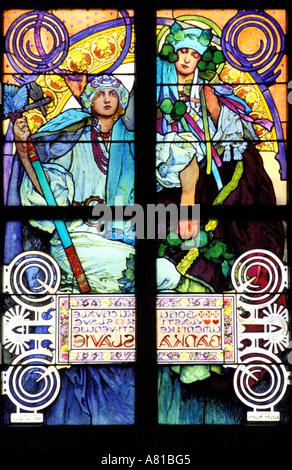 Repubblica Ceca, Praga, il castello, la Cattedrale di Guy cattedrale, la chiesa le vetrate colorate del famoso pittore Alfons Mucha