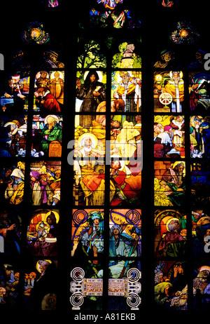 Repubblica Ceca, Praga, Hradcany distretto (castello), St. Cattedrale di Guy, teso il vetro da Alfons Mucha
