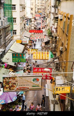 Vista di occupato di Hong Kong street da sopra Foto Stock