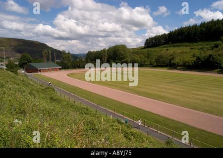 Via di corsa a Clydach sopra Tonypandy Rhondda Valley South Wales Foto Stock