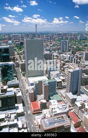 Una vista di Johannesburg e i suoi sobborghi settentrionali come visto dal piano superiore del Carlton Center. Foto Stock