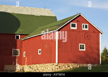 Pietra Verde Rivestimento : Wisconsin kenosha county granaio rosso con rivestimento bianco