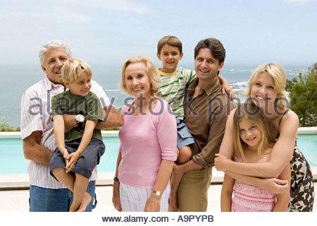 Ritratto di una famiglia composta da tre generazioni Foto Stock