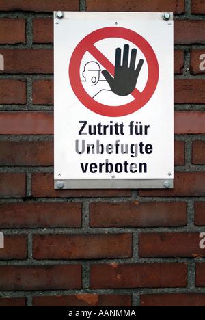 Segno: nessuna intrusione, bianco su brickwall