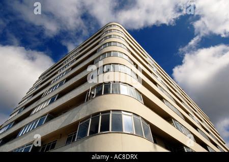 Il recentemente ristrutturato di grado 11 elencati Art Deco apartment building Embassy corte Foto Stock