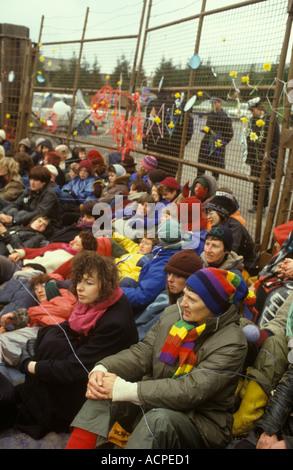 Accampamento della pace donna s dimostrazione contro aereo militare americano base Greenham Common Berkshire Inghilterra Foto Stock