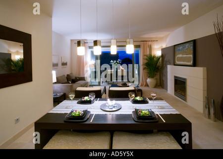 Openplan sala da pranzo e soggiorno in spagnolo moderno