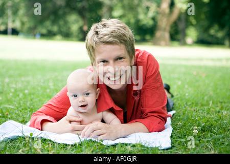 Bambino a metà anno di età Foto Stock