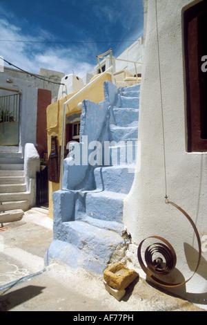 Scala tra i vicoli di Santorini Grecia Foto Stock