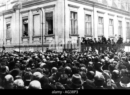 Politica, manifestazioni, Germania, protesta contro la cessione di territorii richiesta dalle potenze vittoriose, folla di fronte alla Cancelleria del Reich, Berlino, 23.3.1919,