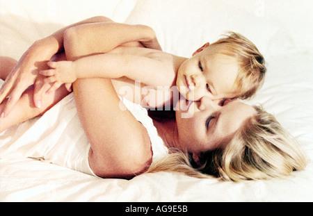 La mamma il legame con il bambino Foto Stock