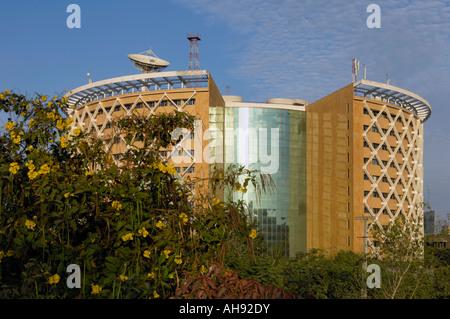 Post-moderno edificio in Hi tech città di Hyderabad, Andhra Pradesh in India Foto Stock