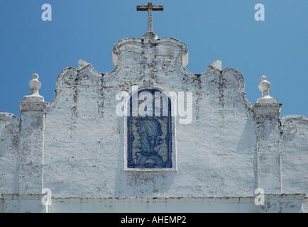 Tipico portoghese piastrelle blu che decorano la facciata del