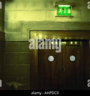 Porte di uscita in Sheffield Town Hall Inghilterra Foto Stock