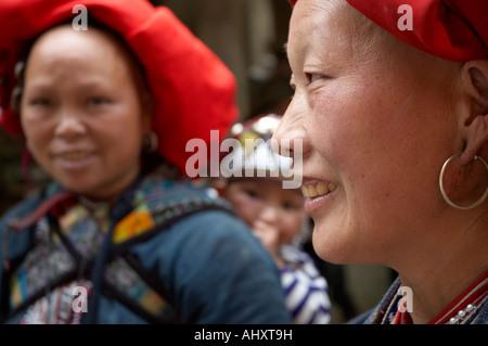 Le donne dalla Red Dzao Hill Tribe, SAPA, Vietnam Foto Stock