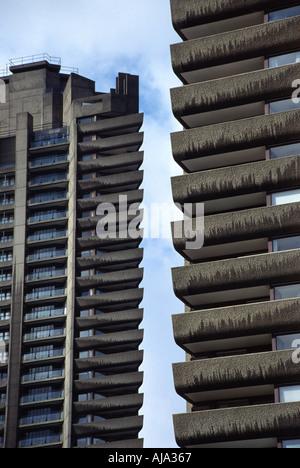 Elevato aumento dei blocchi in corrispondenza del complesso di Barbican London Inghilterra England Foto Stock