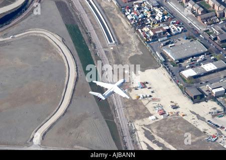 Vista aerea a nord di British Airways aereo in volo sopra Channel Tunnel Rail Link Sito in costruzione Stratford Foto Stock