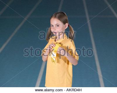 Ragazza indossando rosette Foto Stock