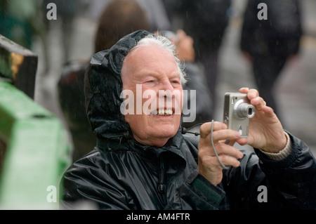 Un appassionato fotografo dilettante scatta il suo pregiato colpo di Jack annuale nel verde evento in Hastings.Picture da Jim Holden.
