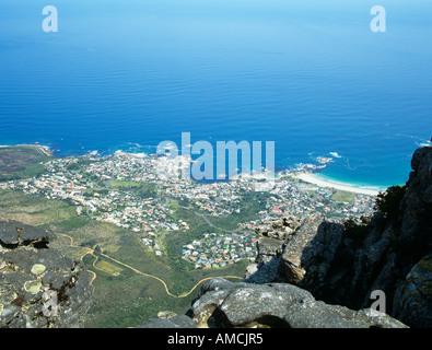 Città del Capo SUD AFRICA Ottobre vista su tutta la città di Clifton e Camps Bay dalla cima della montagna della tavola