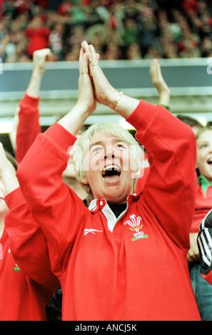 Coppa del Mondo di rugby 1999 GALLES V ARGENTINA UNA VENTOLA gallese celebra la loro apertura try della partita. Foto Stock