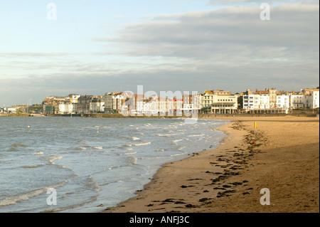 Vista di Margate attraverso la spiaggia, Kent, Regno Unito