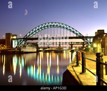 GB - NEWCASTLE: Tyne Bridge di notte Foto Stock