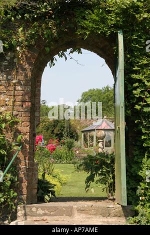 Il giardino murato a Hartland Abbey nel nord-ovest del Devon Foto Stock