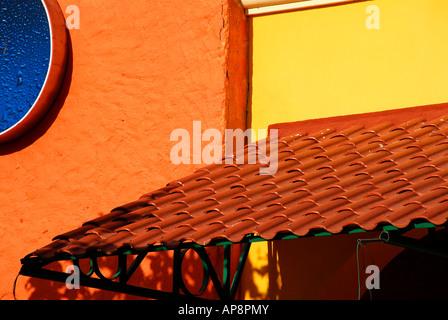 Colori luminosi in architettura del Messico Foto Stock