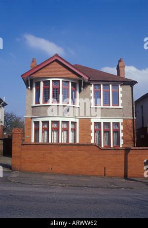 Cardiff Glamorgan Galles del Sud. Ordinario suburbano distaccata casa costruita tra le due guerre Foto Stock