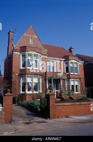 Cardiff Glamorgan Galles del sud distaccato sostanziale Edwardian casa in mattoni rossi Foto Stock
