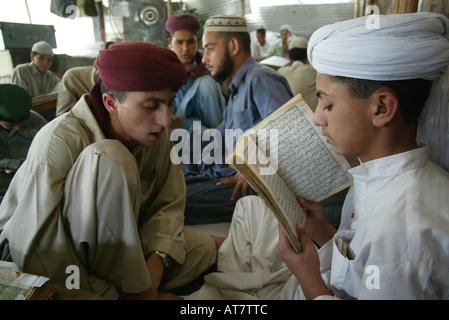 Il Pakistan madrasah sono terreno fertile per l estremismo islamico. Alcuni studenti unire i talebani in Afghanistan. Foto Stock