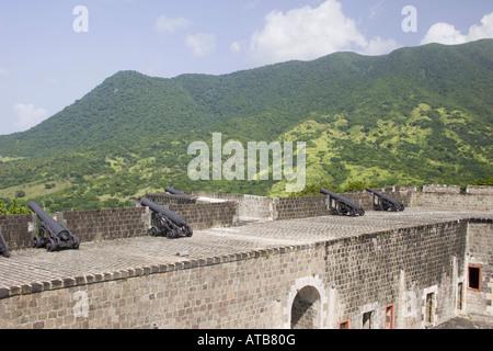 Canoni sulle pareti a Brimstone Hill Fortress Saint Kitts Foto Stock