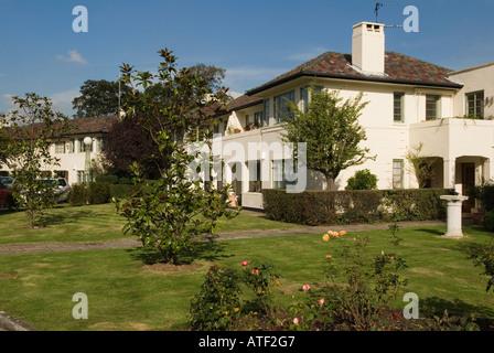 Negli anni Trenta in stile art deco alloggiamento station wagon Colebrook vicino West Hill Putney Hill Londra Inghilterra Foto Stock